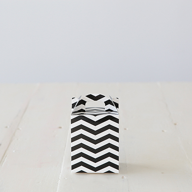 Chevron Tote Favour Box – Black